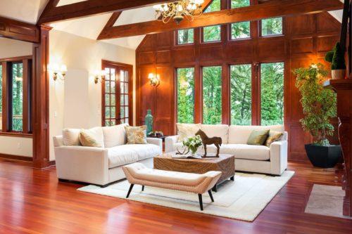 L'intérieur du salon avec des meubles est un tapis.