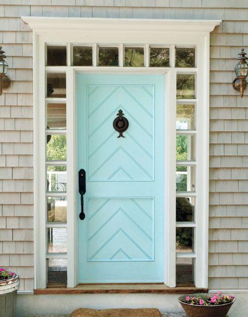 Porte d'entrée bleu clair.