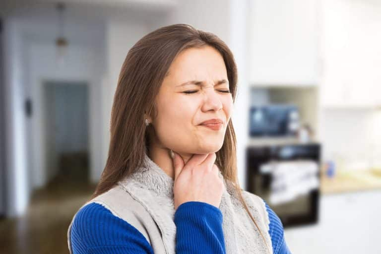 Mal de gorge : comment y remédier de façon définitive ?